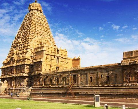 brihadeeshwara chola temple at thanjavur