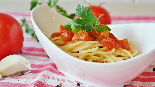 vegetarian pasta and fresh tomato dish